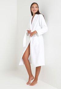 Calvin Klein Underwear - ROBE - Badekåber - white - 1