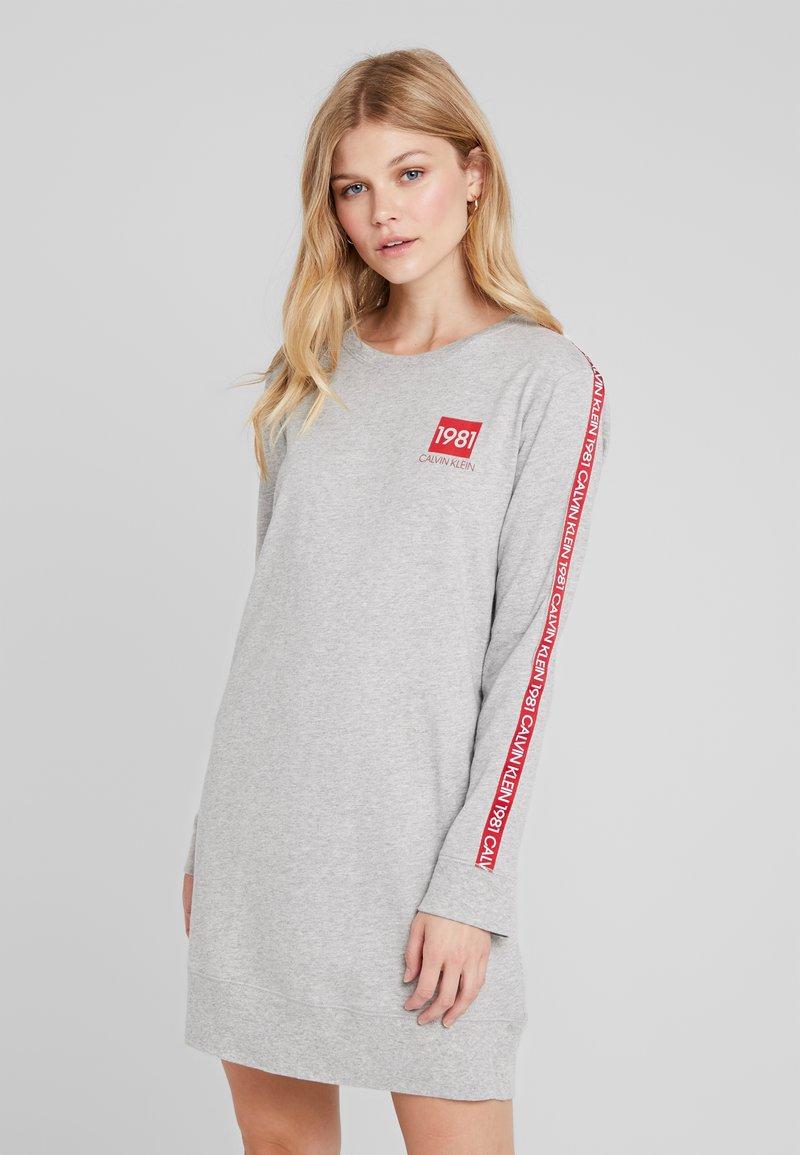 Calvin Klein Underwear - BOLD LOUNGE NIGHTSHIRT - Nattskjorte - grey heather