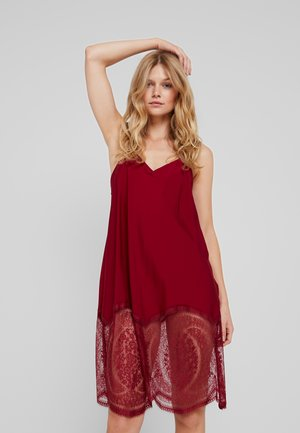 MEDALLION CHEMISE - Noční košile - raspberry jam