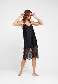 Calvin Klein Underwear - MEDALLION CHEMISE - Nightie - black - 1