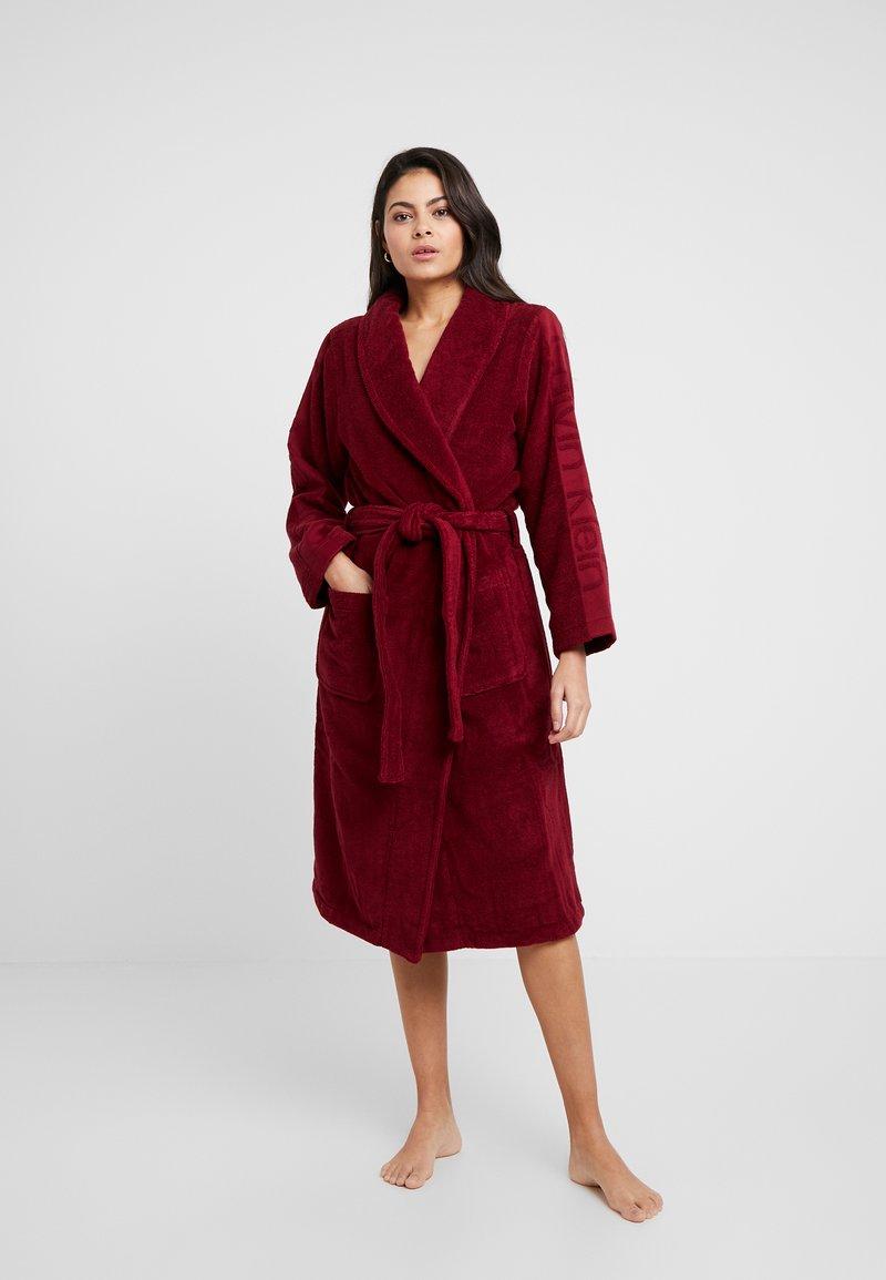 Calvin Klein Underwear - LOGO ROBE ROBE - Dressing gown - raspberry jam