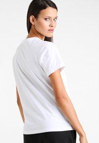 Calvin Klein Underwear - CREW NECK - Pyjama top - white - 2