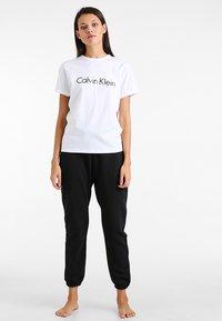 Calvin Klein Underwear - CREW NECK - Pyjama top - white - 1