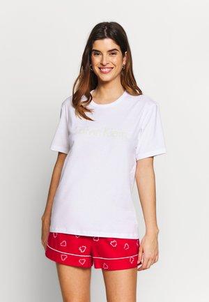 CREW NECK - Pyjama top - white/pale moss