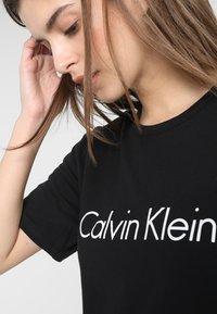 Calvin Klein Underwear - COMFORT CREW NECK - Pyjamasoverdel - black/white - 3