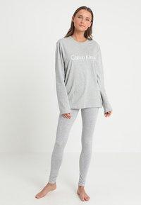 Calvin Klein Underwear - CREW NECK - Nattøj trøjer - grey - 1
