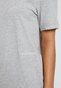 Calvin Klein Underwear - STATEMENT 1981 CREW NECK 2 PACK - Nattøj trøjer - grey heather - 5