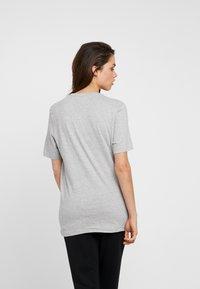 Calvin Klein Underwear - STATEMENT 1981 CREW NECK 2 PACK - Pyjamasoverdel - grey heather/army dust - 2