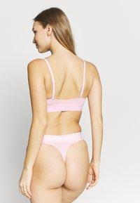 Calvin Klein Underwear - MONOGRAM THONG - String - prarie pink - 2