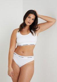 Calvin Klein Underwear - MODERN PLUS THONG - Perizoma - white - 1