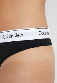 Calvin Klein Underwear - MODERN PLUS THONG - String - black - 4