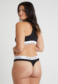 Calvin Klein Underwear - MODERN PLUS THONG - String - black - 2