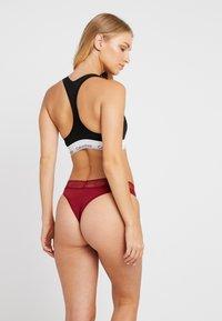 Calvin Klein Underwear - LOGO BRAZILIAN - Thong - raspberry jam - 2