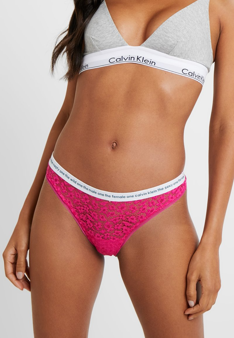 Calvin Klein Underwear - CONVERSATIONAL THONG - String - thrill