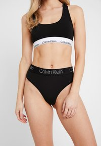 Calvin Klein Underwear - BODY HIGH WAIST THONG - Stringi - black - 0
