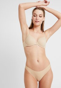 Calvin Klein Underwear - INVISIBLES THONG - Thong - bare - 1
