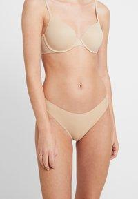 Calvin Klein Underwear - INVISIBLES THONG - Thong - bare - 0