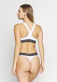 Calvin Klein Underwear - BOLD THONG - String - white - 2