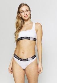 Calvin Klein Underwear - BOLD THONG - String - white - 1