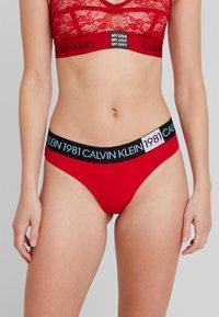 Calvin Klein Underwear - BOLD THONG - Tanga - temper - 0