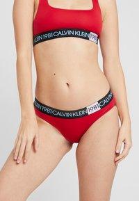 Calvin Klein Underwear - 1981 BOLD COTTON BIKINI - Underbukse - temper - 0