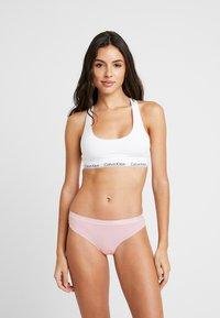 Calvin Klein Underwear - DYNAMIC THONG 2 PACK - String - chimera/prarie pink - 0