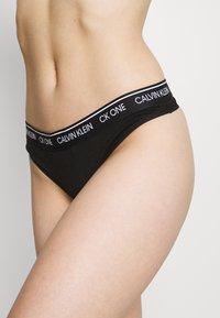 Calvin Klein Underwear - THONG - String - black - 4