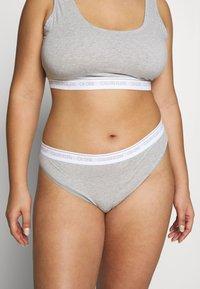 Calvin Klein Underwear - ONE PLUS THONG - Perizoma - grey heather - 0