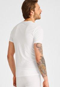 Calvin Klein Underwear - 2 PACK - Aluspaita - white - 2