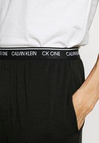 Calvin Klein Underwear - CK ONE SLEEP PANT - Pyjamabroek - black - 4