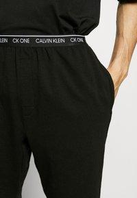 Calvin Klein Underwear - CK ONE SLEEP SHORT - Pyjama bottoms - black - 3