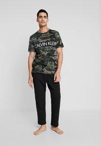 Calvin Klein Underwear - CREW NECK - Camiseta de pijama - khaki - 1