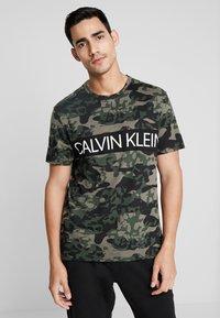 Calvin Klein Underwear - CREW NECK - Camiseta de pijama - khaki - 0