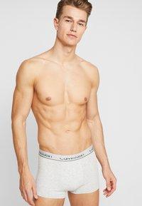 Calvin Klein Underwear - 3 PACK TRUNK  - Bokserit - olive/mottled light grey/dark blue - 1