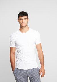 Calvin Klein Underwear - CREW NECK SLIM FIT 2PACK - Camiseta interior - white - 2