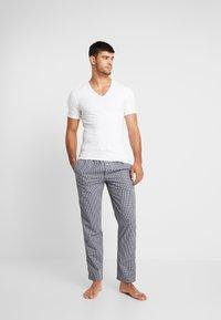 Calvin Klein Underwear - V NECK T SLIM FIT 2PACK - Undershirt - white - 1