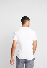 Calvin Klein Underwear - V NECK T SLIM FIT 2PACK - Undershirt - white - 3