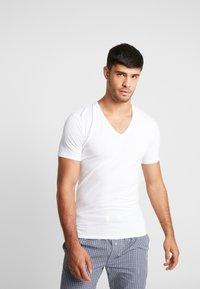 Calvin Klein Underwear - V NECK T SLIM FIT 2PACK - Undershirt - white - 2