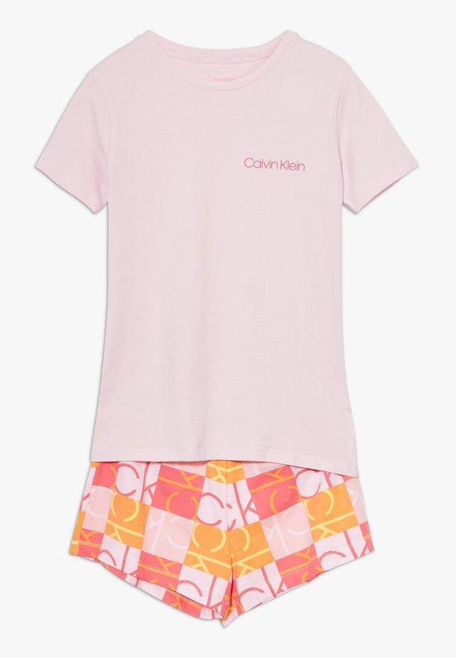 SET  - Yöasusetti - pink