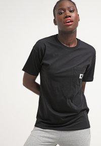 Carhartt WIP - CARRIE POCKET - Camiseta básica - black - 0