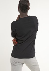 Carhartt WIP - CARRIE POCKET - Camiseta básica - black - 2