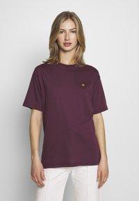 Carhartt WIP - CHASY - T-shirt basique - shiraz - 0
