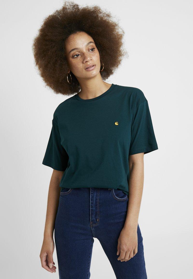 Carhartt WIP - CHASY - Basic T-shirt - dark fir/gold