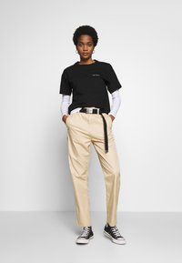 Carhartt WIP - SCRIPT EMBROIDERY - T-shirt basique - black/white - 1
