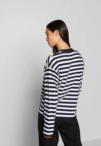 Carhartt WIP - SCOTTY - Long sleeved top - dark navy/white - 2