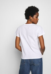 Carhartt WIP - TILDA HEART - T-shirts med print - white - 2
