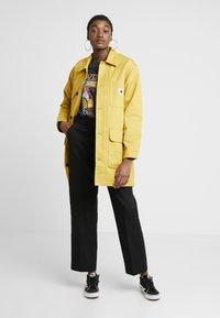 Carhartt WIP - GREAT MENSON COAT - Mantel - dark yellow - 1