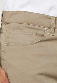 Carhartt WIP - SWELL WICHITA - Shorts - leather rinsed - 3