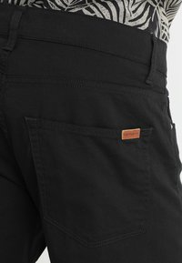 Carhartt WIP - SWELL WICHITA - Shorts - black rinsed - 5