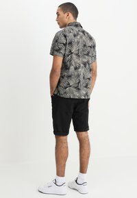 Carhartt WIP - SWELL WICHITA - Shorts - black rinsed - 2
